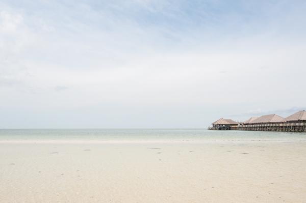 telunas beach by red periscope